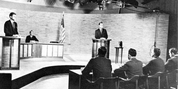 John F. Kennedy und Richard Nixon bei einem ihrer TV-Duelle 1960 (Flickr)
